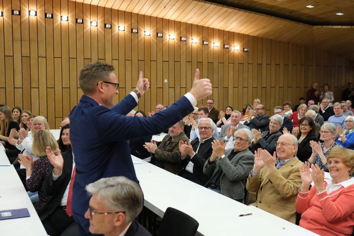 Überzeugend: mit 126 von 127 Stimmen nominieren die Erlanger CSU-Mitglieder Jörg Volleth zum OB-Kandidaten