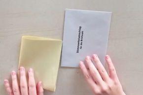 Der gelbe Stimmzettel MUSS in einen weißen Stimmzettelumschlag.